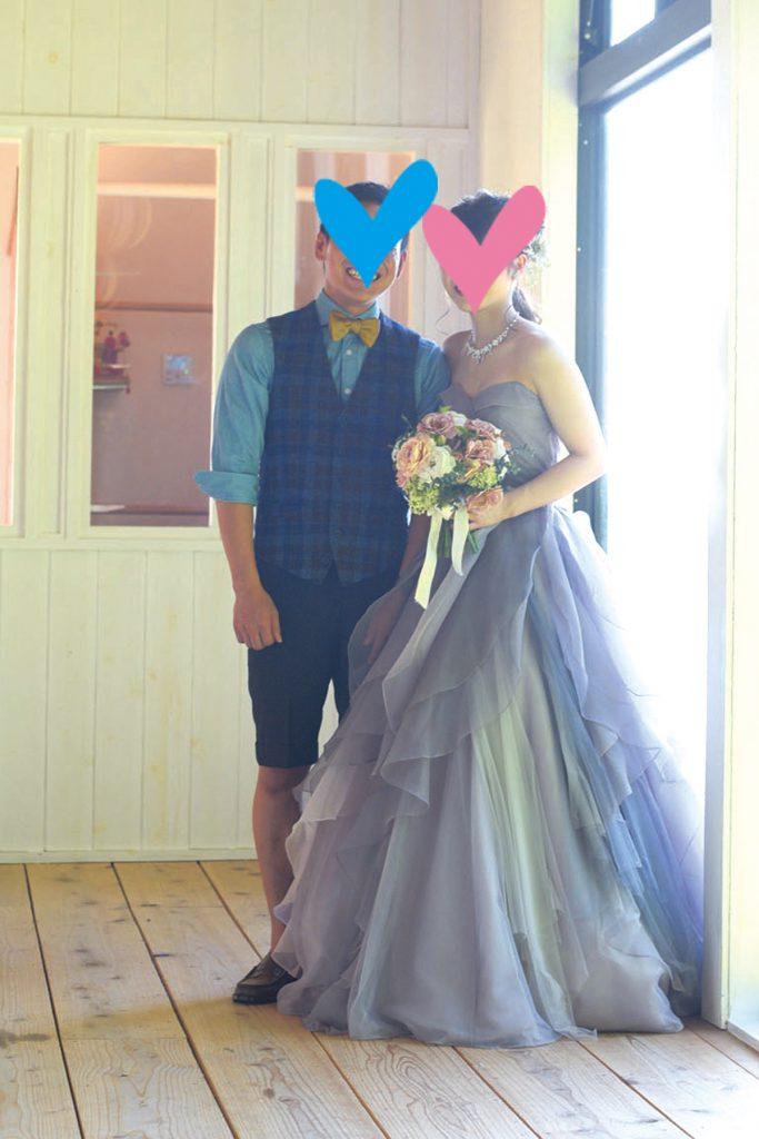 c29bfe59cd299 シックなグレーのカラードレスは、衣裳店のカタログで見つけて「これだ!」と思い、取り寄せてもらったお気に入りの一着。結婚式の衣裳はもちろん、アイテム、会場装飾  ...