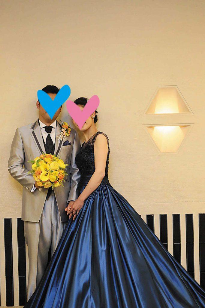 a3badfcc30441 「色もシルエットも素材も全てが自分好み」という青のカラードレスをセレクト。光沢ある素材や深みのある色が上質な印象です。「女性らしい色がいいのでは?